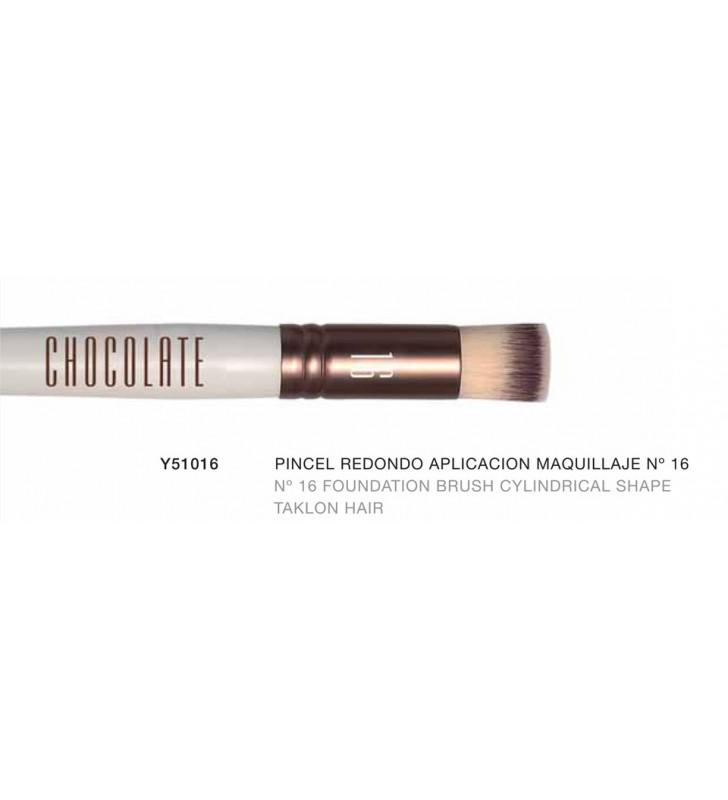 Chocolate. Pincel redondeado cilindrico de aplicación de maquillaje nº16 con pelo de Taklon